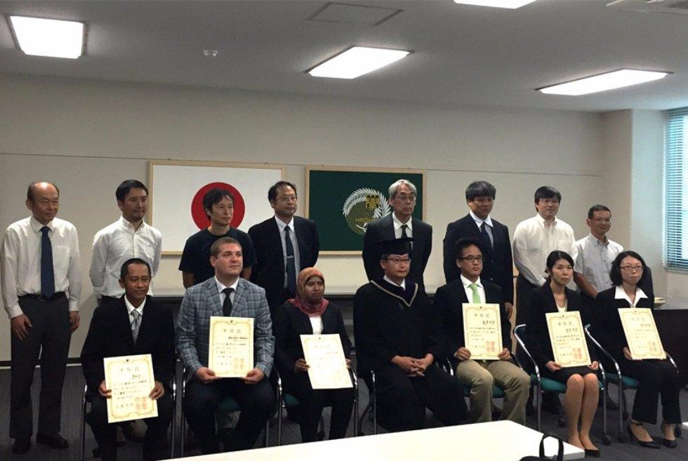 ceremoniya-vrucheniya-diplomov-phd-v-hiroshimskom-universitete_20-sentyabrya-2016